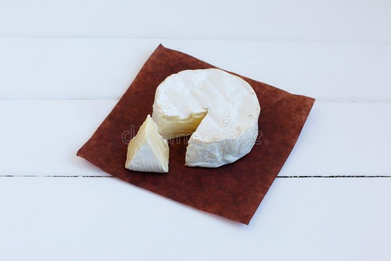 Alimento delizioso rotondo gastronomico francese tradizionale del prodotto lattiero-caseario della Normandia del formaggio del ca fotografia stock