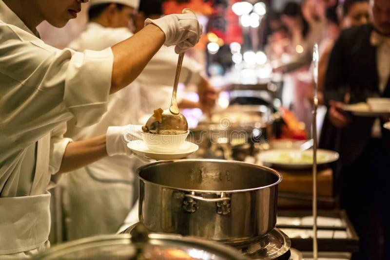 Alimento della via di vita di notte a Bangkok Tailandia fotografia stock