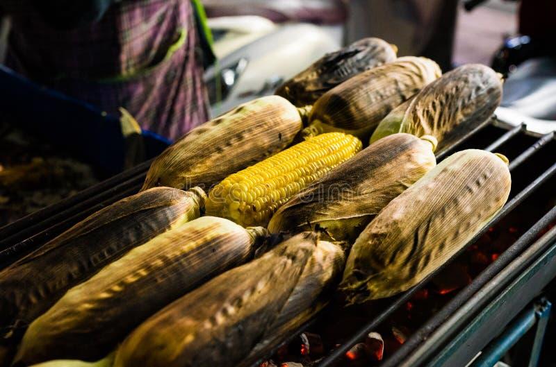 Alimento della via della Tailandia: Cereale grigliato, BBQ fotografie stock