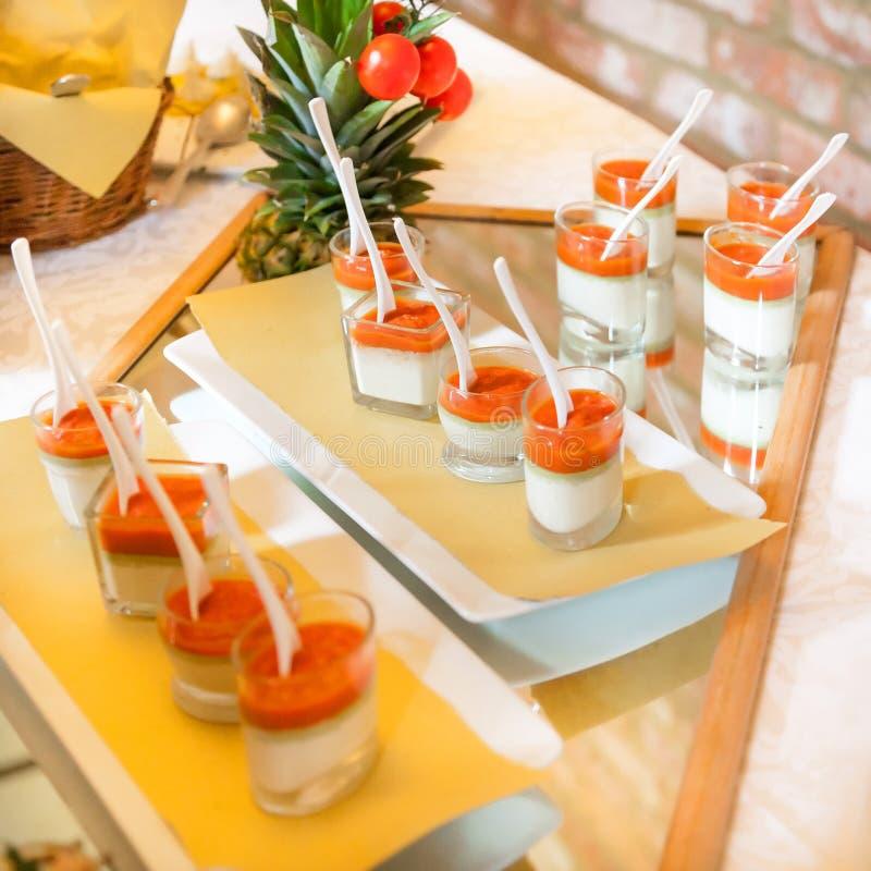 Download Alimento Di Approvvigionamento Fotografia Stock - Immagine di banquet, ricezione: 30825036
