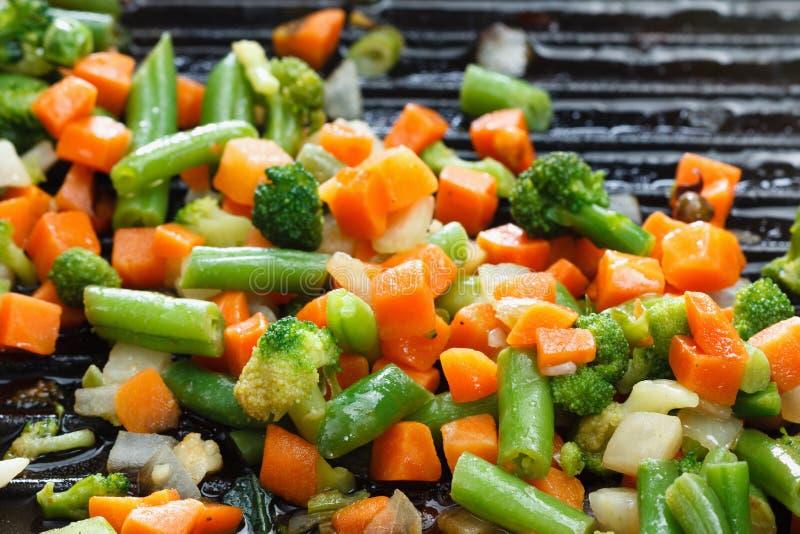 Alimento di verdure sano vegetariano sulla leccarda fotografie stock libere da diritti