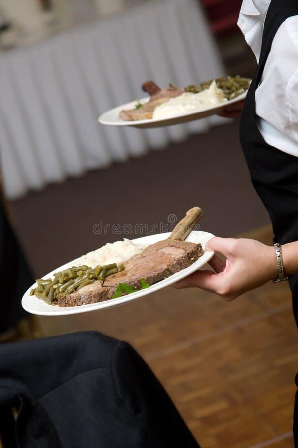 Alimento do casamento que está sendo serido imagens de stock royalty free