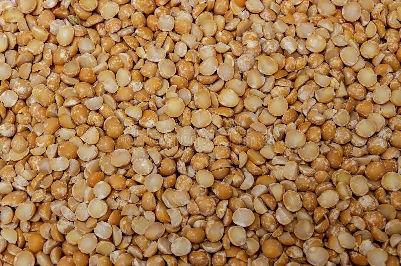 Alimento do close-up da laranja orgânica natural e da ervilha amarela imagens de stock royalty free