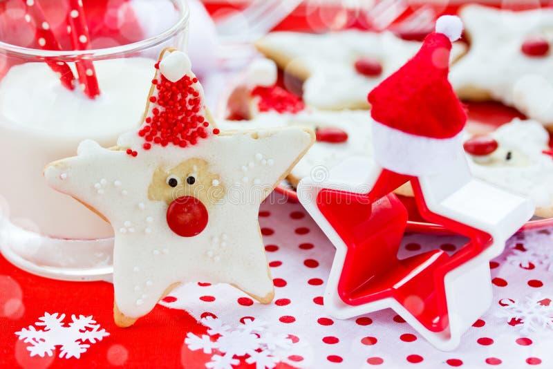 Download Alimento Do Natal Cookies De Santa No Ajuste Do Natal Imagem de Stock - Imagem de bolo, icing: 80101033