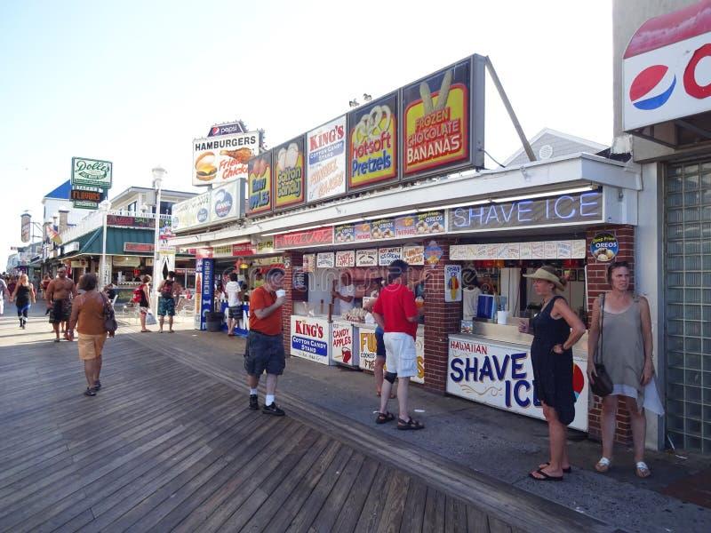 Alimento do passeio à beira mar na cidade Maryland do oceano foto de stock