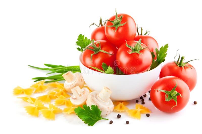 Alimento do vegetariano com tomate e cogumelos foto de stock royalty free
