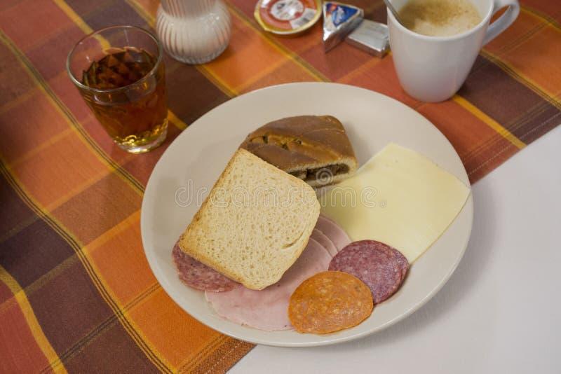 Alimento e bebida do café da manhã no recurso em Praga, República Checa imagem de stock