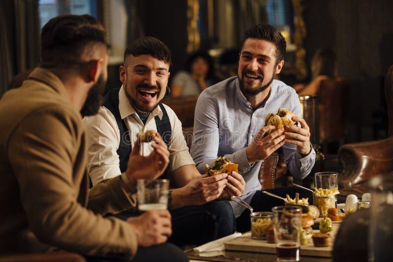 Alimento e bevande del pub fotografie stock libere da diritti
