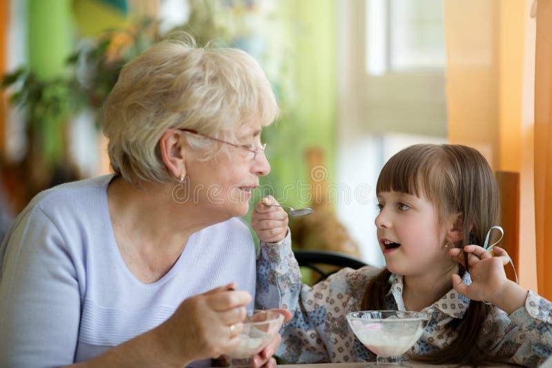 Alimento e conceito da bebida Conceito de família foto de stock royalty free