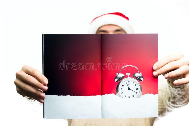 Alimento e dolci di concetto del nuovo anno di Natale Uomo nel Babbo Natale h immagini stock
