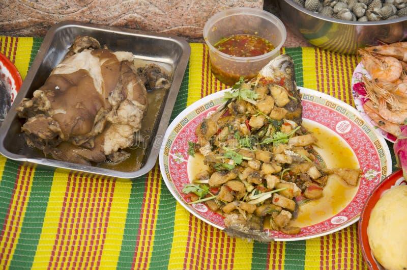 Alimento e frutti di mare di cultura cinese d'offerta sacrificale per l'ANC fotografia stock libera da diritti