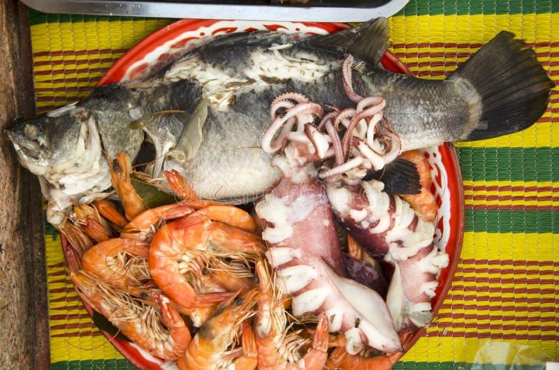 Alimento e frutti di mare di cultura cinese d'offerta sacrificale per l'ANC immagini stock libere da diritti
