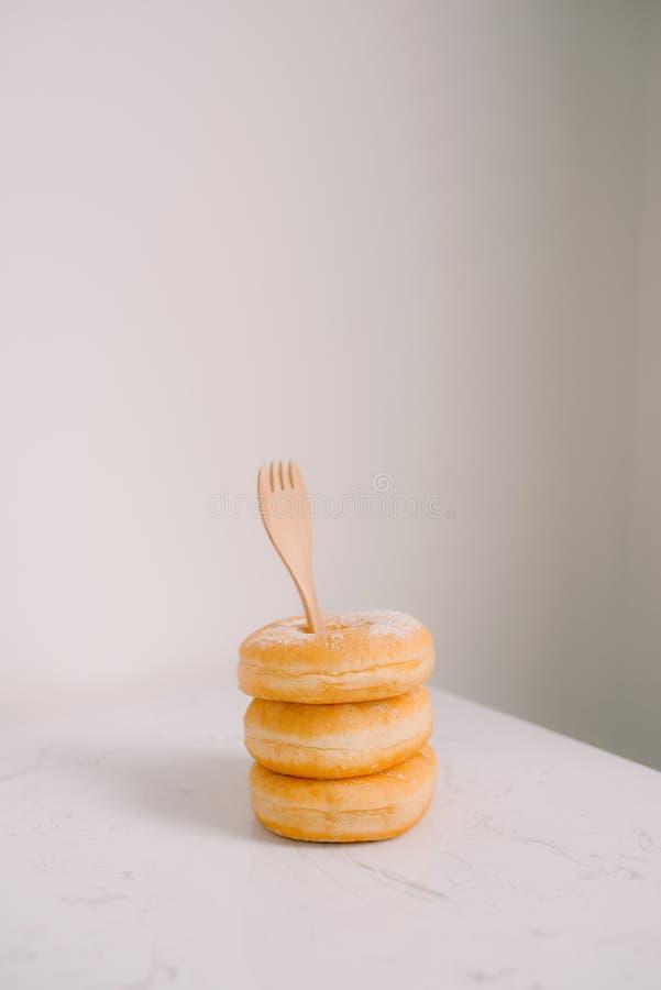 Alimento e padaria, filhós doce com Sugar Toppings no backgr branco fotos de stock royalty free