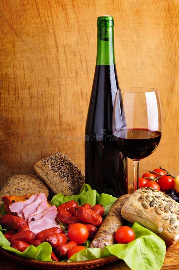 Alimento e vino tradizionali fotografie stock libere da diritti
