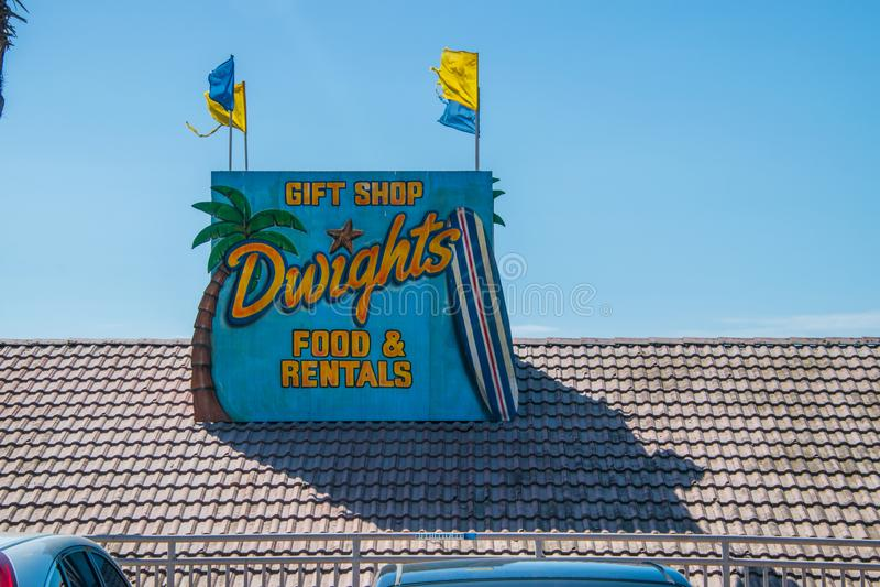 Alimento ed affitti famosi del negozio di regalo di Dwights al Huntington Beach a questa data fotografia stock libera da diritti