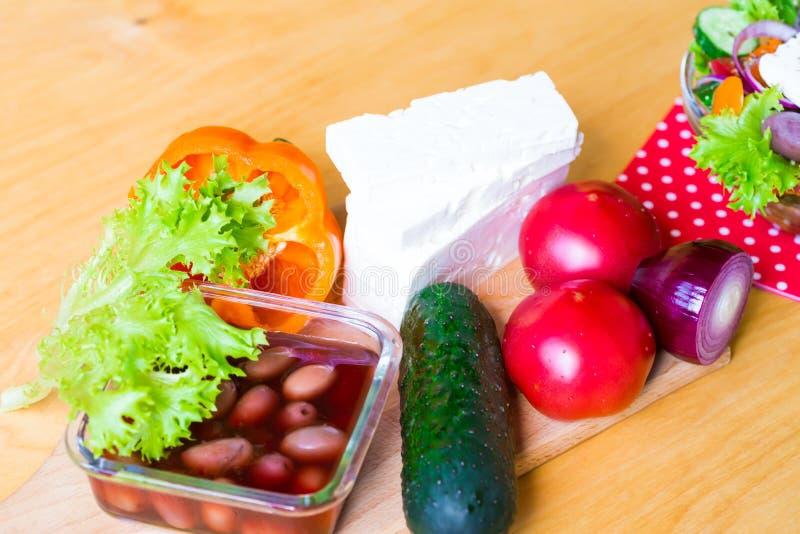 Download Alimento Ensalada De Grecia Imagen de archivo - Imagen de almuerzo, sano: 100528785