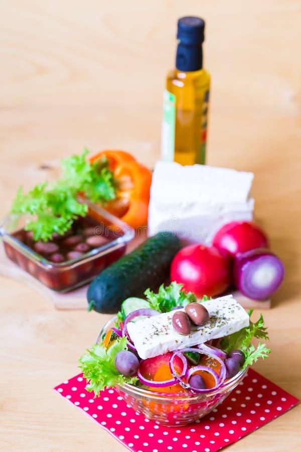 Download Alimento Ensalada De Grecia Foto de archivo - Imagen de sano, cocinero: 100528920