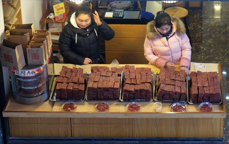Alimento exótico chinês no mercado do alimento da rua da vila Xitang da água, situado na província de Zhejiang fotografia de stock royalty free