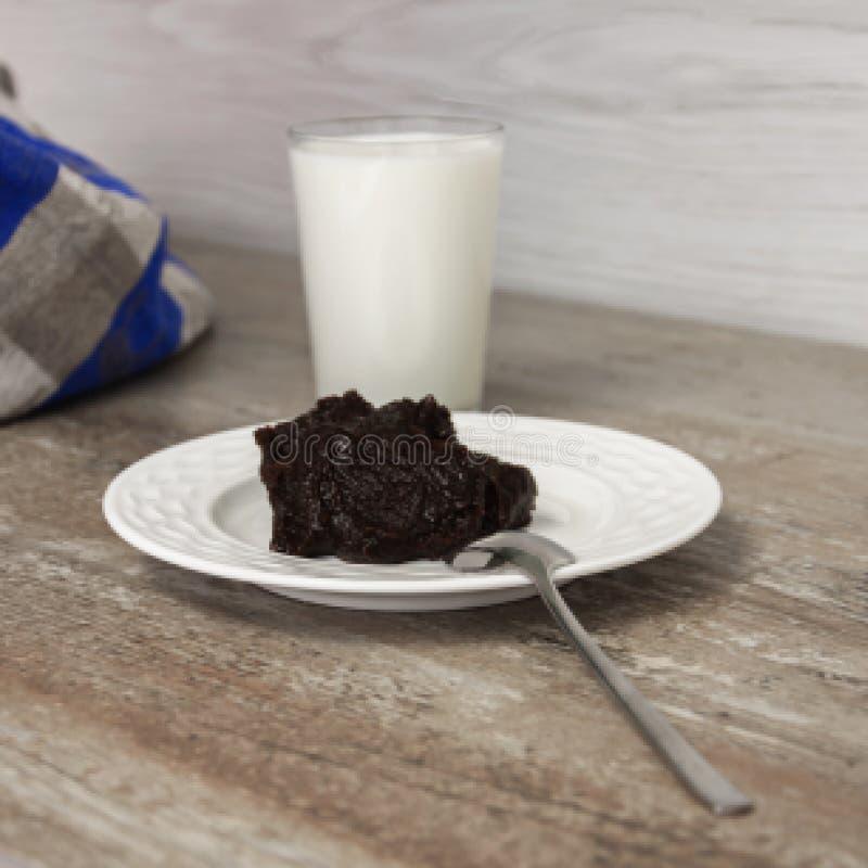 Alimento finlandês e sueco tradicional da Páscoa - pudim, mammi, pudim do centeio com leite fotografia de stock royalty free