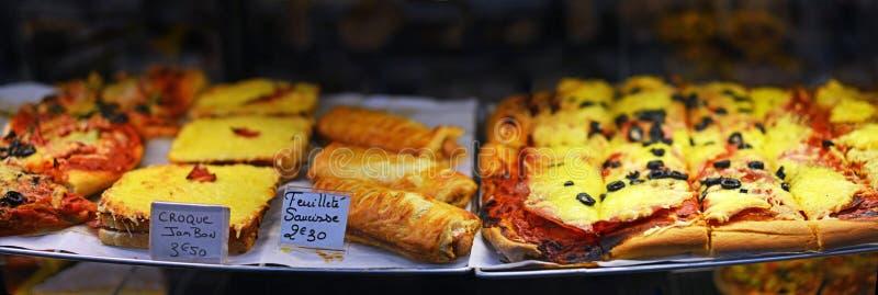 Alimento francese da vendere al mercato di Antibes, Provenza Francia fotografie stock