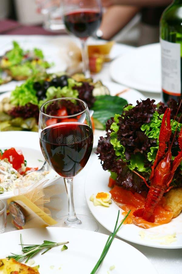 Alimento fresco e saboroso na tabela fotos de stock