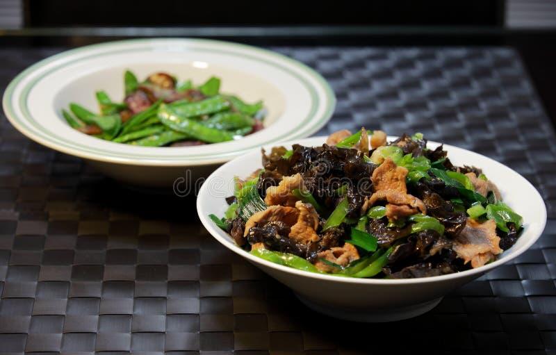 Alimento-fungo chinês fatias fritadas da carne de porco fotos de stock royalty free