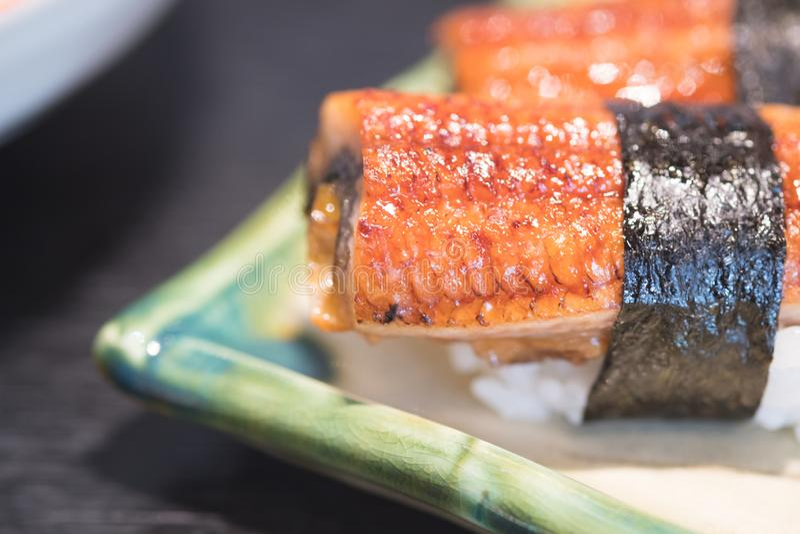 Alimento giapponese tradizionale, sushi di Nigiri di unagi dell'anguilla fotografia stock libera da diritti