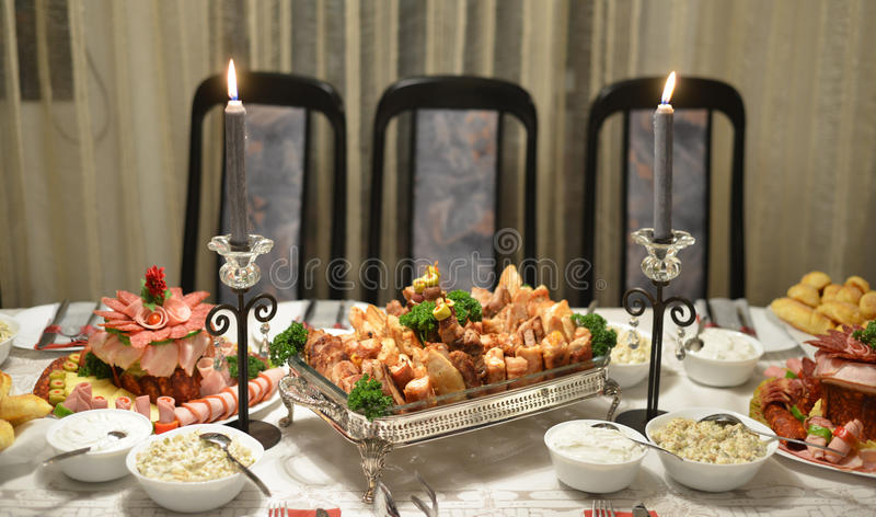 Alimento gourmet, tabela, cortes frios imagem de stock royalty free
