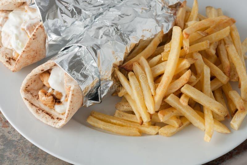Alimento grego tradicional, souvlaki igualmente conhecido como giroscópios imagens de stock royalty free