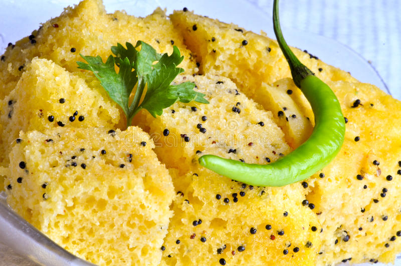 Alimento indiano Dhokla imagens de stock royalty free