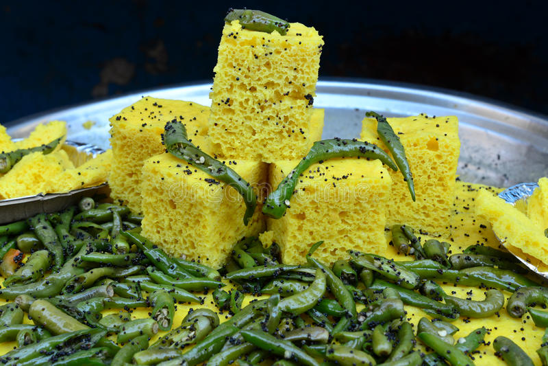 Alimento indiano Dhokla fotografie stock