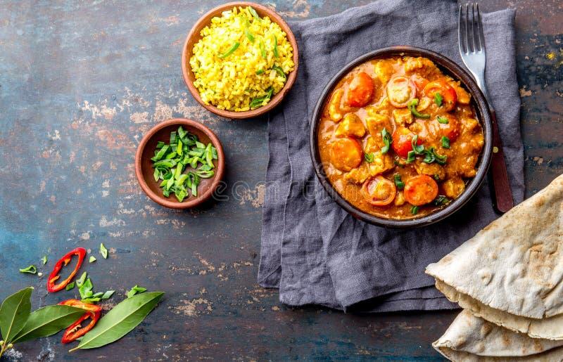 Alimento indiano Molho de caril de ROGAN JOSH Josh rogan da carne de porco com arroz e pão naan fotografia de stock