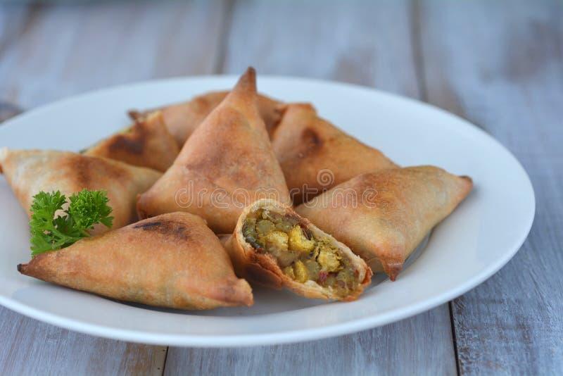 Alimento indiano Samosa Samoosa imagem de stock royalty free