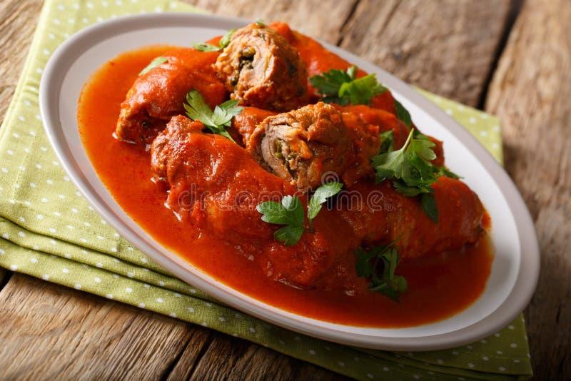 Alimento italiano: bife enchido com os chees da salsa e do Parmesão imagens de stock royalty free