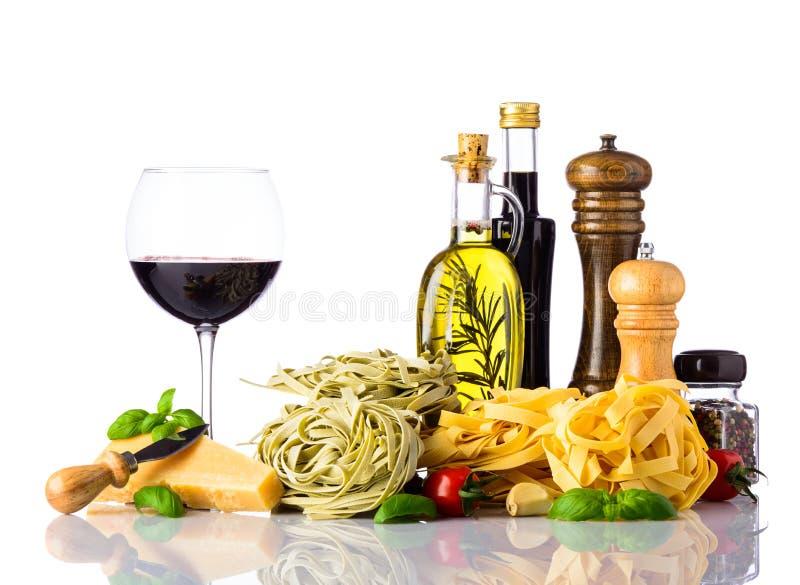 Alimento italiano di cucina isolato su fondo bianco immagine stock libera da diritti