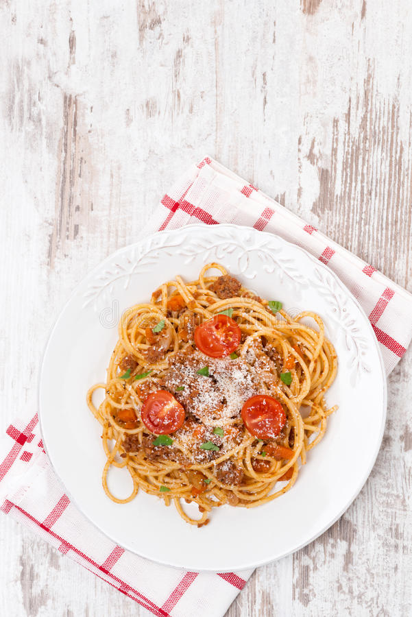 Alimento italiano - espaguete bolonhês, vista superior fotografia de stock royalty free