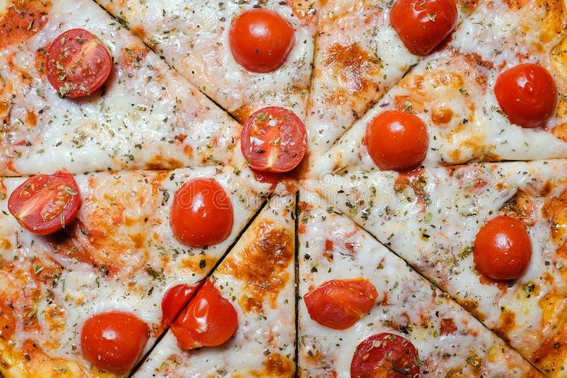 Alimento italiano nacional do fundo da pizza fotografia de stock royalty free