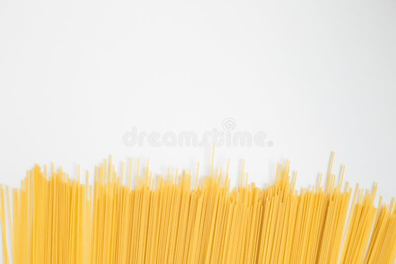 Alimento italiano Pastas de los espaguetis en fondo ligero imagen de archivo libre de regalías