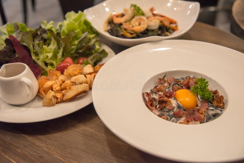 Alimento italiano per la cena immagini stock libere da diritti