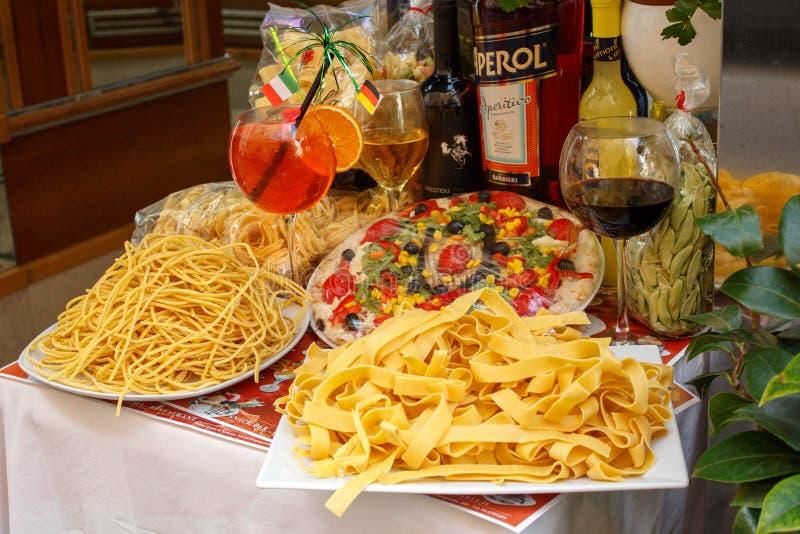 Alimento italiano sulle vie di Roma, Italia immagine stock libera da diritti