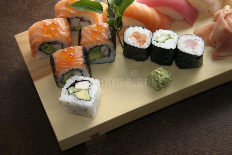 Alimento japonés tradicional del sushi imagen de archivo libre de regalías