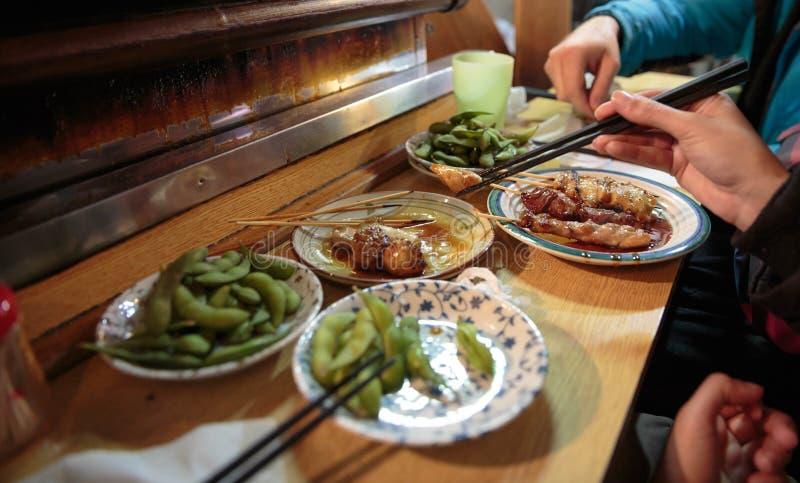 Alimento japonês da rua no Tóquio foto de stock