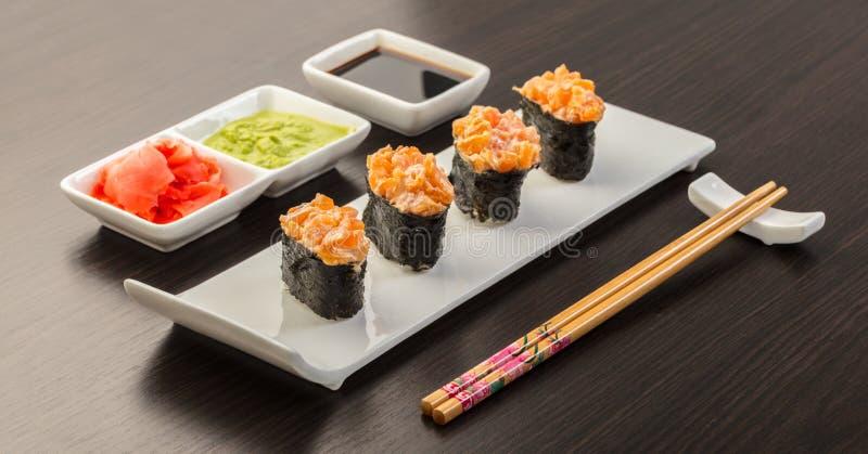 Alimento japonês, rolo gunkan picante fotografia de stock royalty free