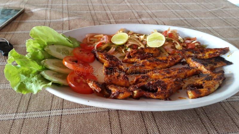 Alimento local da rua do alimento dos peixes deliciosos do alimento do marisco fotografia de stock