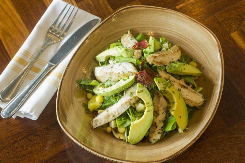 Alimento mexicano: Salada do abacate com milho fotos de stock royalty free