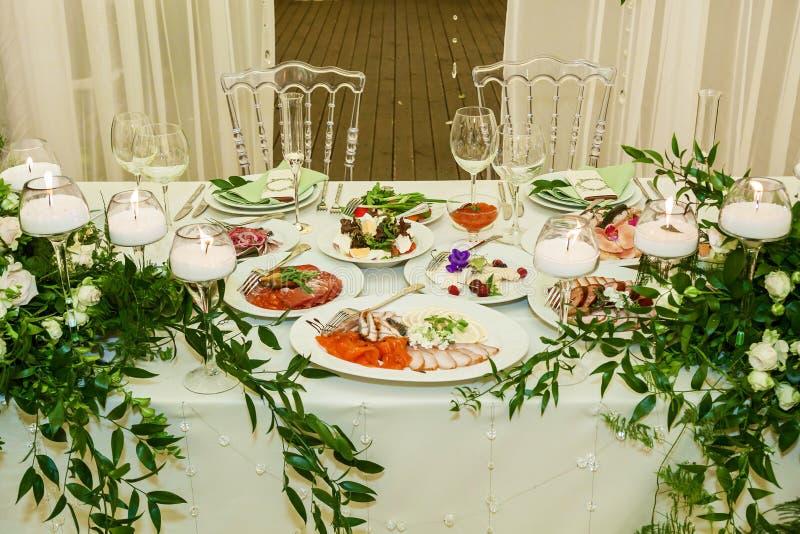 Alimento na tabela festiva imagem de stock