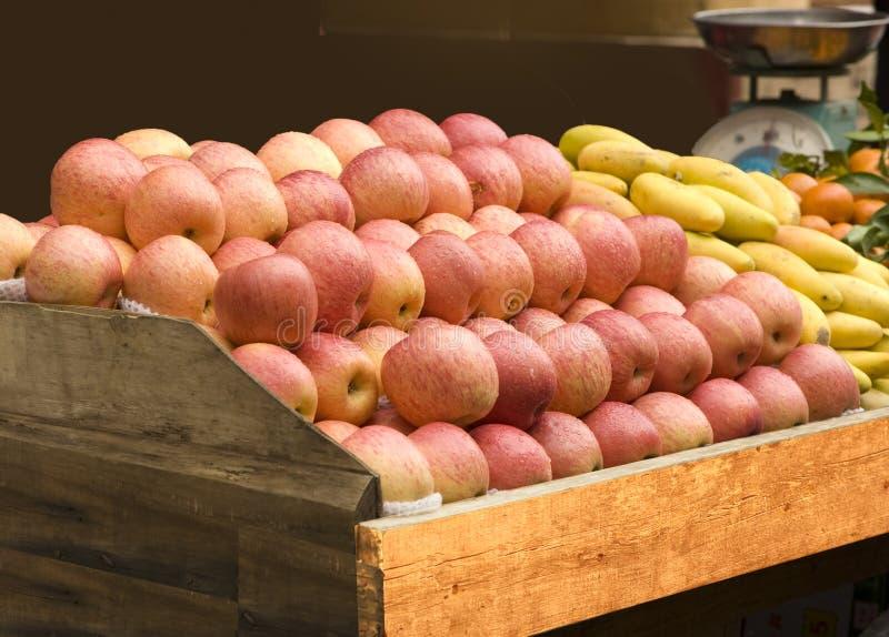 Alimento natural de Apple e da manga fotos de stock