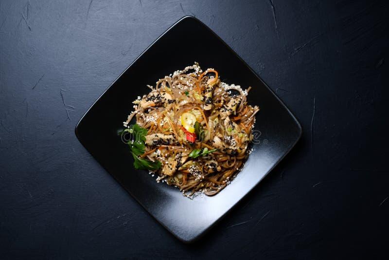 Alimento oriental tradicional caseiro da salada da refeição fotos de stock