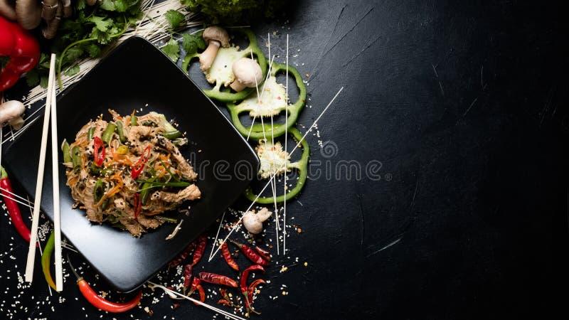 Alimento oriental tradicional que prepara o macarronete do ofício fotos de stock