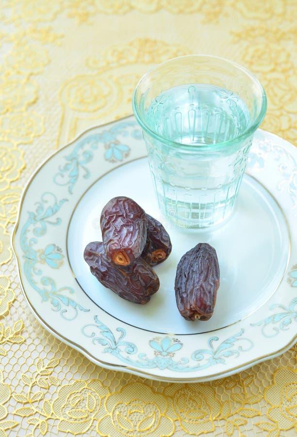 Alimento para quebrar rapidamente a ramadã imagens de stock royalty free